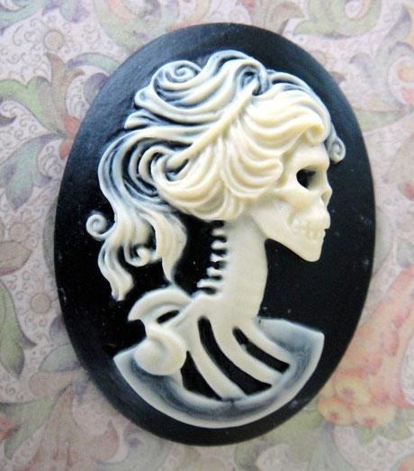 skull_lady_cameo