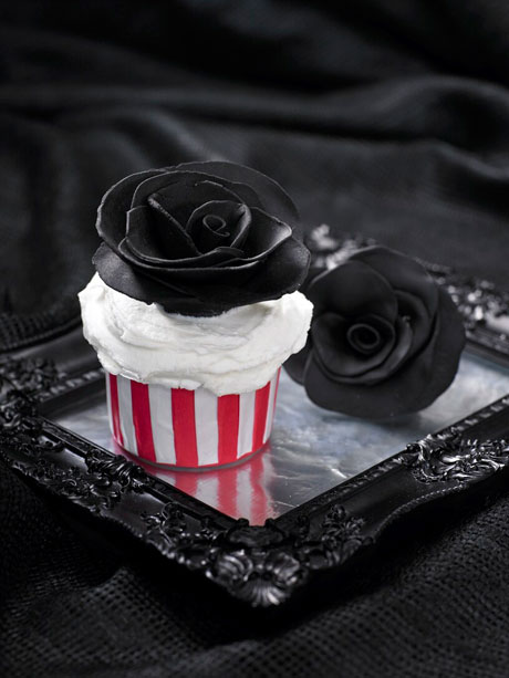 Lily Vanilli black rose cupcakes