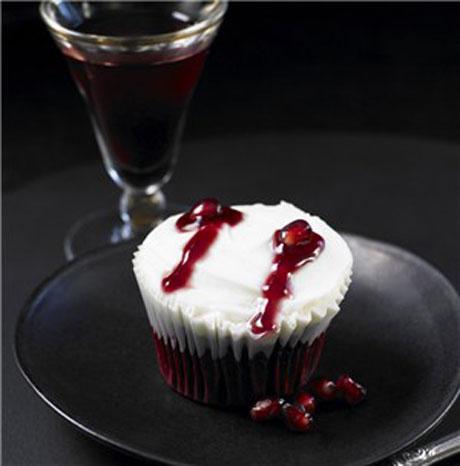 Lily Vanilli Vampire bite