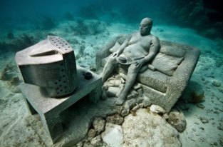 inertia-jason-decaires-taylor-sculpture