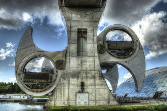 falkirk_wheel-from-thr-ground