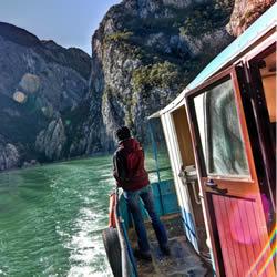 Albanian-barge-thumbnail